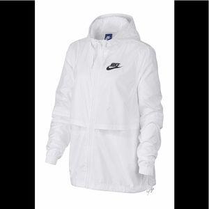 Nike lightweight active jacket